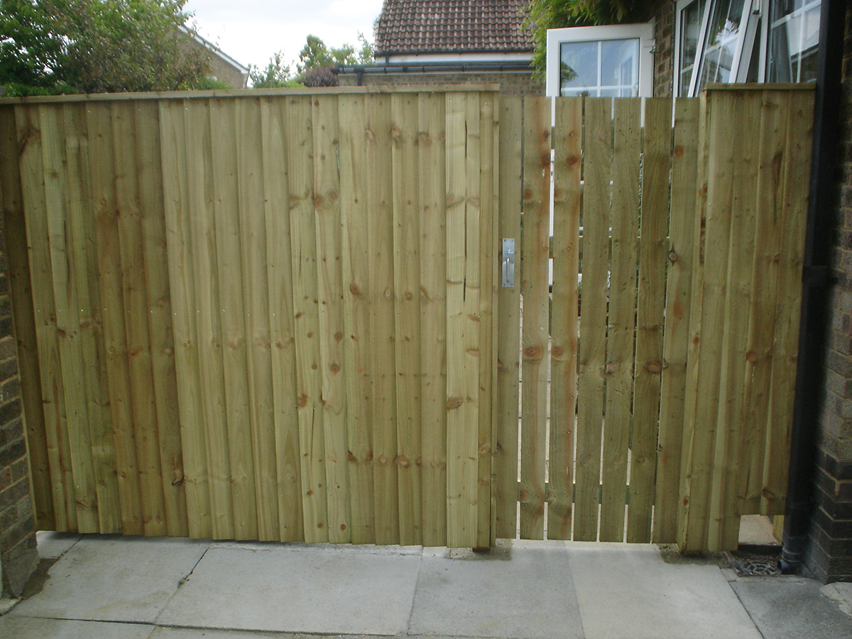 Feather Edge with Paling Gate